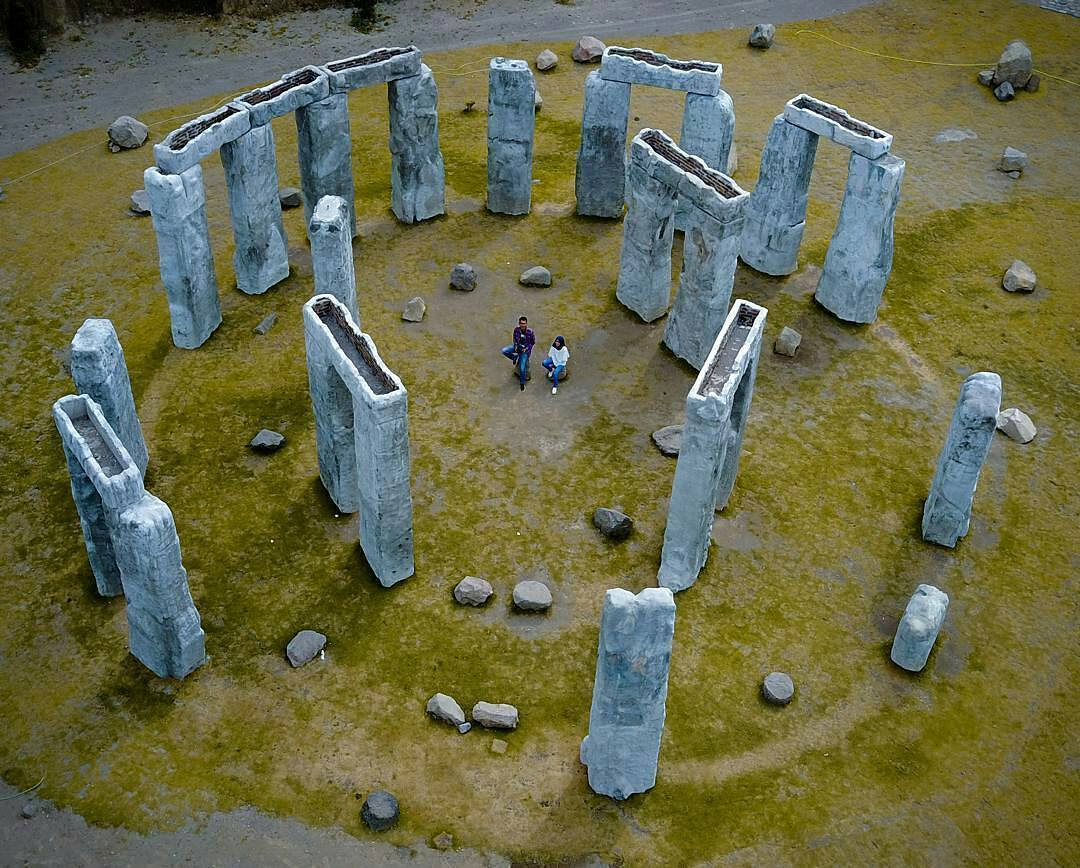 Stonehenge, The Lost World Castle - Nginapdijogja