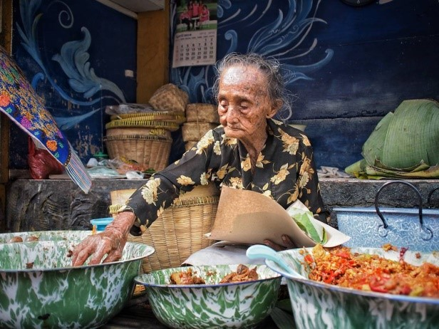 Gudeg Mbah Lindu - Kuliner Legendaris di Yogyakarta