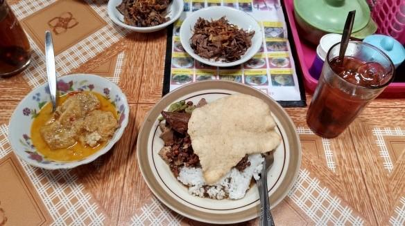 Nasi Brongkos Warung Handayani - Kuliner Legendaris di Yogyakarta