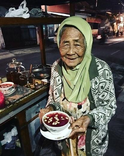 Wedang Ronde Mbah Paiyem - Kuliner Legendaris di Yogyakarta