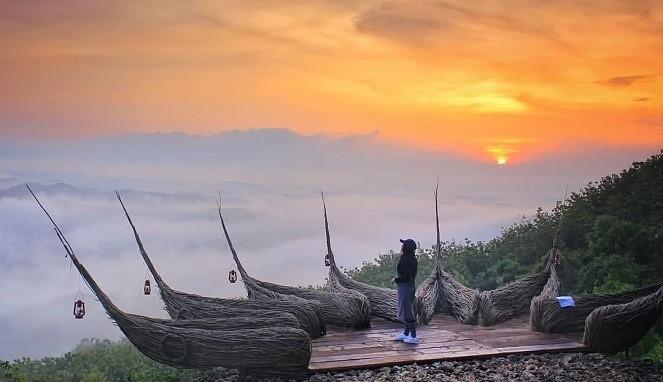 Menikmati keindahan alam Jogja menjadi alasan yang membuatmu tidak akan pernah bosan untuk Watu Payung : Daya Tarik, Fasilitas, Rute, Jam Buka dan Harga Tiket